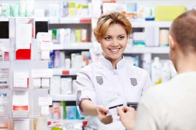 Сколько зарабатывают фармацевты в России, в Москве, в мире