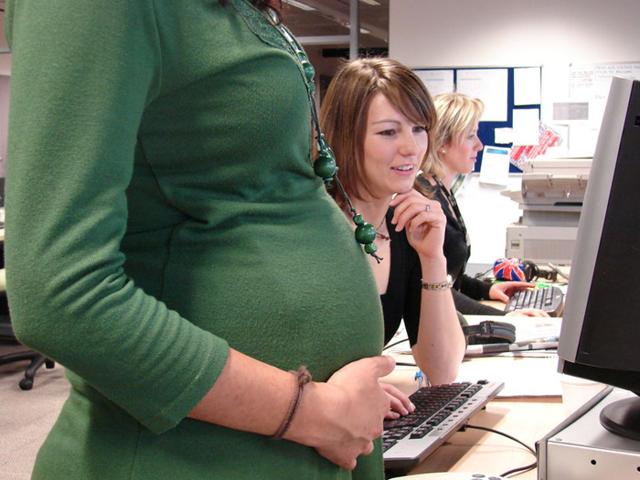 Можно ли беременной встать на биржу труда и получать декретные, какие нужны документы