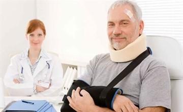 Больничный при переломе: сколько дней длится