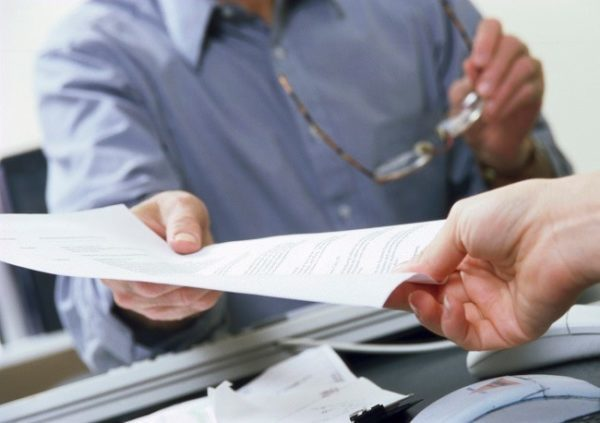 Расторжение срочного трудового договора: по инициативе работника, работодателя, по соглашению сторон