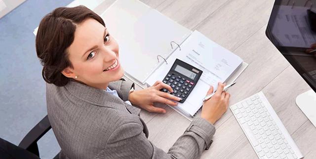Сколько зарабатывает бухгалтер: в России, в Москве, в месяц