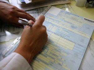 Алименты с больничного листа: удерживаются или нет